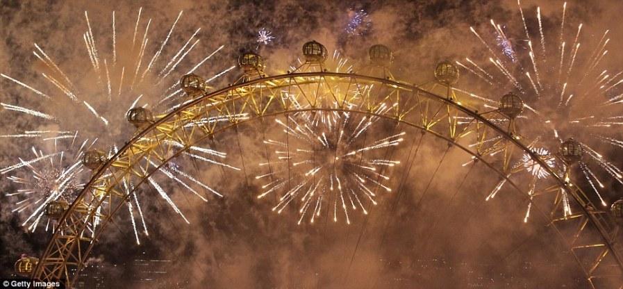 Самый захватывающий фейерверк над Лондоном