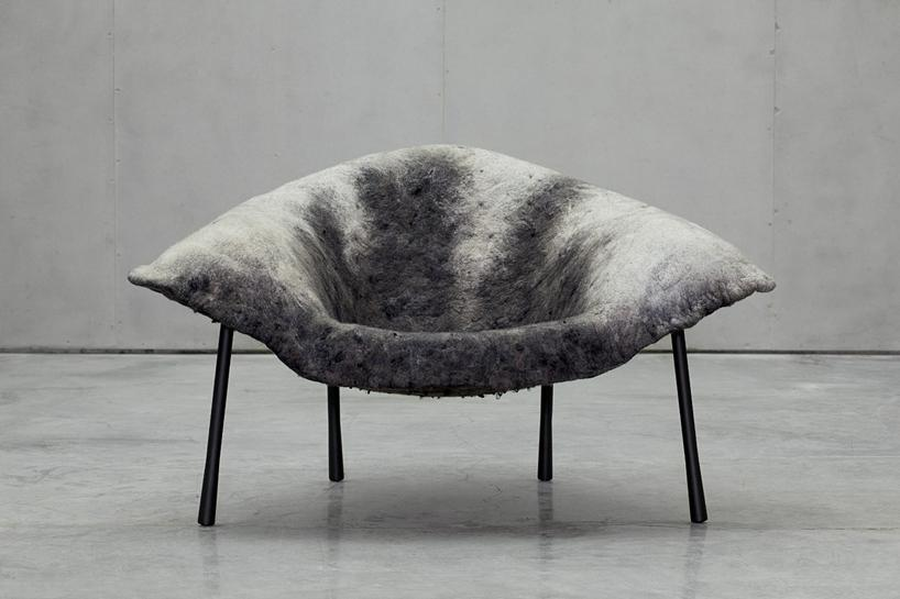 Шелк, лен и шерсть создают бесшовную поверхность теплого кресла