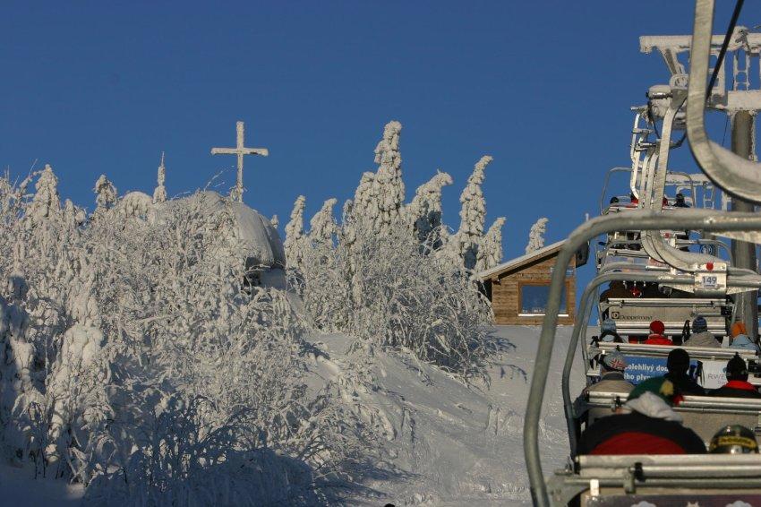 Лыжники поднимаются на Шпичак