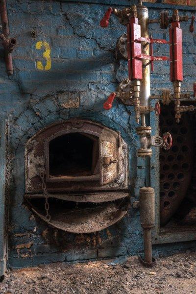 Угольная печь для подогрева воды в бассейне