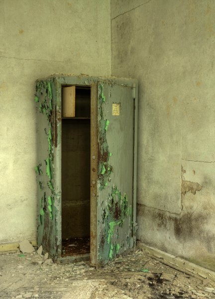 Старый сейф больше не хранит важные документы