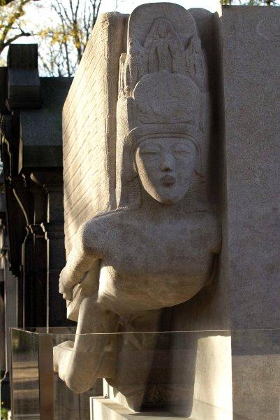 Крылатый Сфинкс на могиле Оскара Уайльда