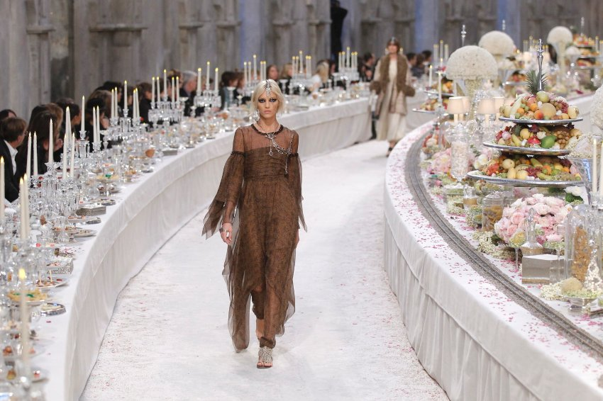 Karl Lagerfeld представил уникальное шоу для Chanel