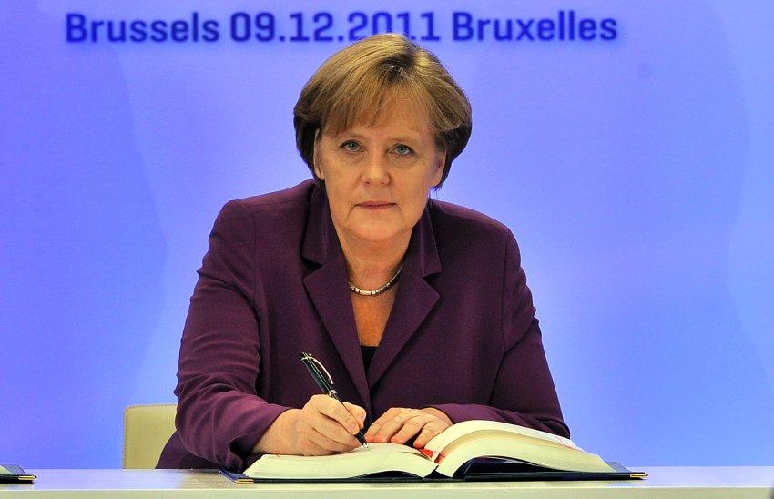 Меркель подписывает договор о вступлении Хорватии в ЕС