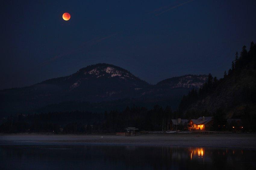 Идиллическая картина на озере Пенд Орейе в штате Айдахо