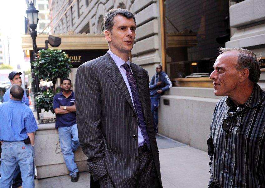 Во время визита в Нью-Йорк в октябре 2011 года. Несколько лет назад он купил американский баскетбольный клуб New Jersey Nets