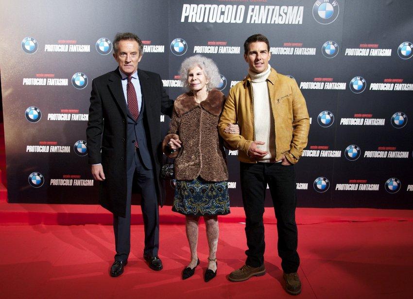 Том Круз испытывал некоторую неловкость, стоя рядом с 85-летней миллиардершей и ее 60-летним мужем на красной ковровой дорожке