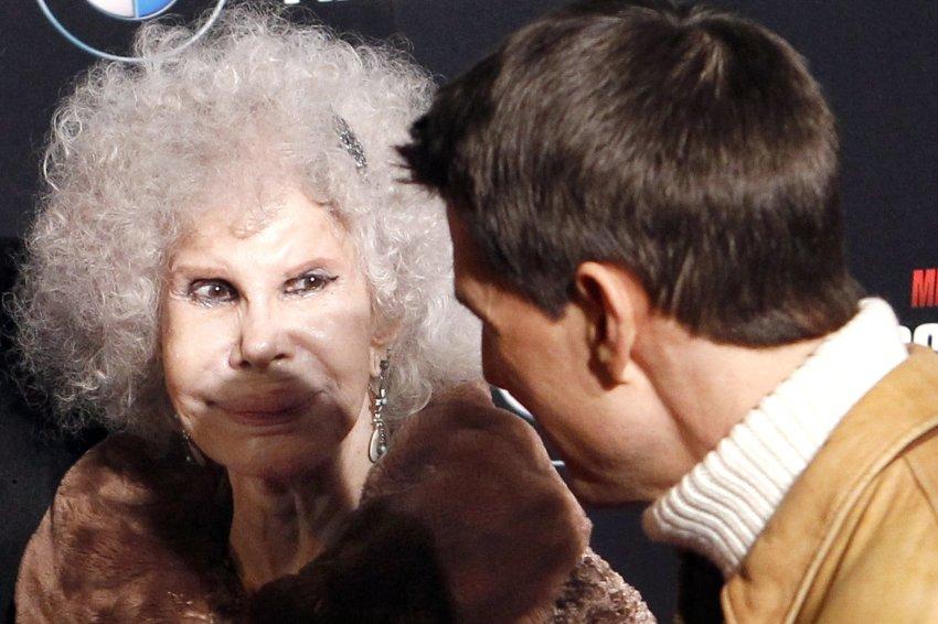 Герцогиня Альба является одной из самых знаменитых поклонниц Тома Круза, на премьере Миссия невыполнима 4 в Мадриде