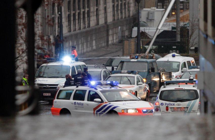 Бельгийская полиция приведена в полную готовность после атаки на автобусную остановку в Льеже
