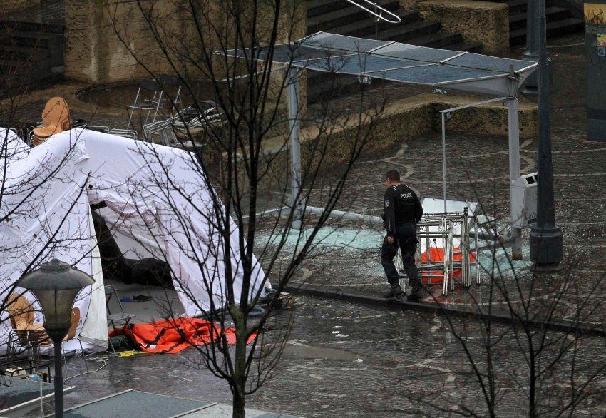 Полиция установили палатку на площади Сен-Ламбер в Льеже