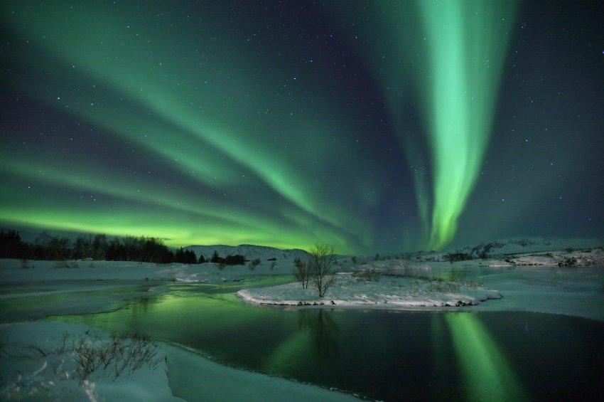 Северное Сияние в небе над Исландией
