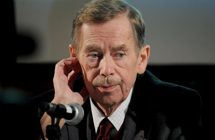 Вацлав Гавел во время выступления в апреле 2011 года