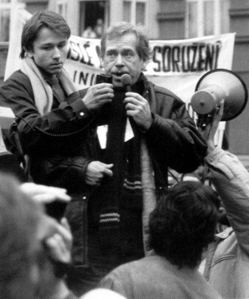 Вацлав Гавел на митинге в Праге 1988 года