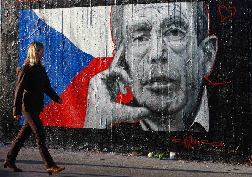 Граффити в Праге, посвященное Вацлаву Гавлу, как человеку, ставшему символом ненасильственного сопротивления