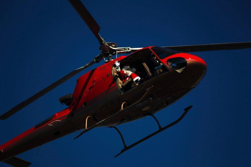На вертолете в Гватемале доставляет детей в больницу