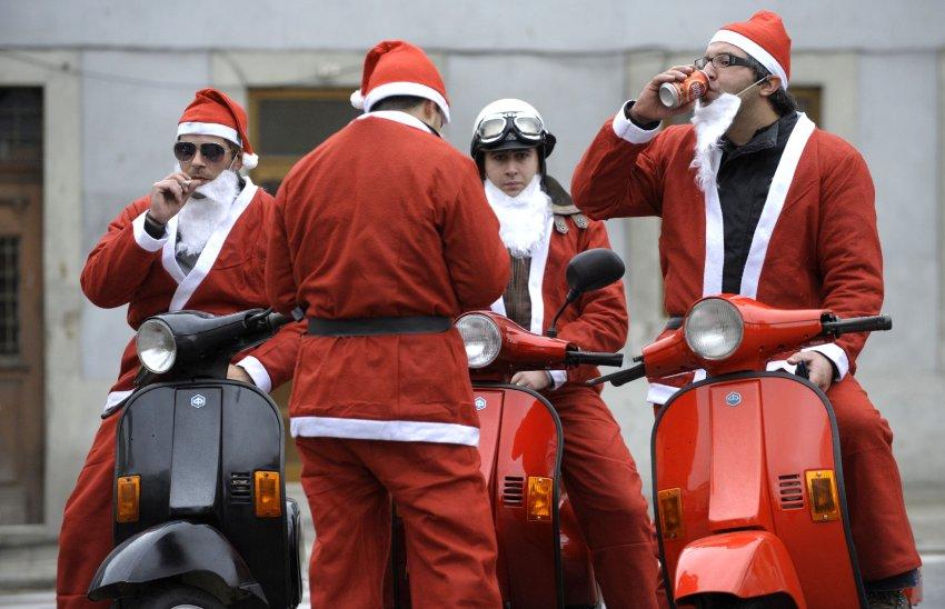 Моторизованные Санта Клаусы в Португалии