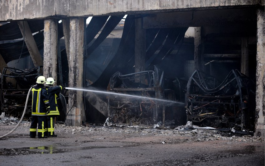 В автобусном парке огнем уничтожены 70 автобусов
