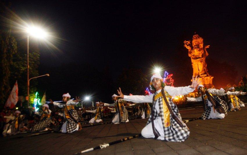 На Бали празднуют Новый год в фантазийных костюмах