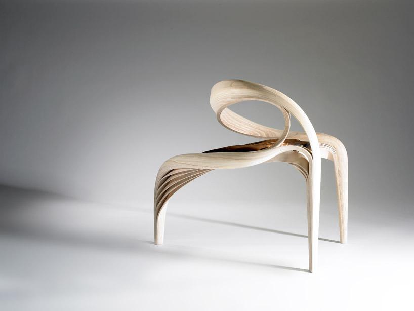 Это кресло вас ловко обхватит за спиной