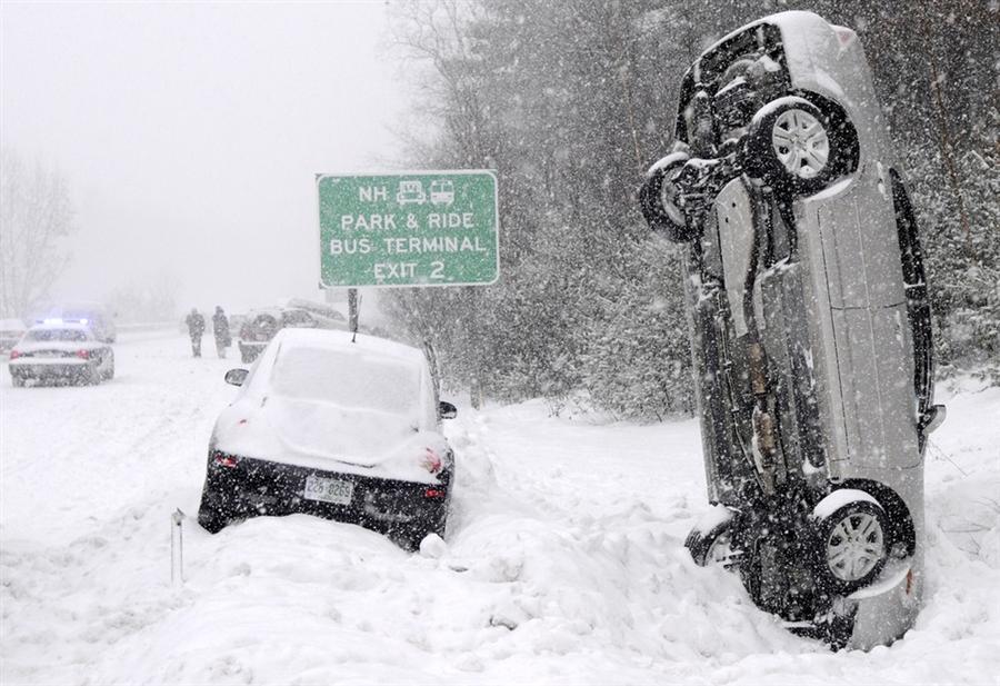 Автомобиль приземлился прямо в сугроб, во время февральского шторма в Салеме