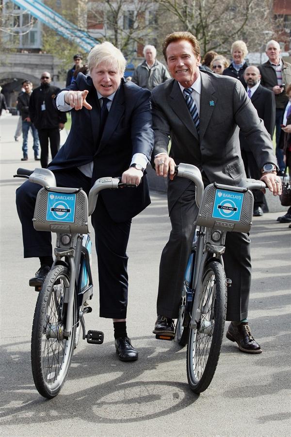 Мэр Лондона и Арнольд Шварценегер во время осмотра Лондона в марте