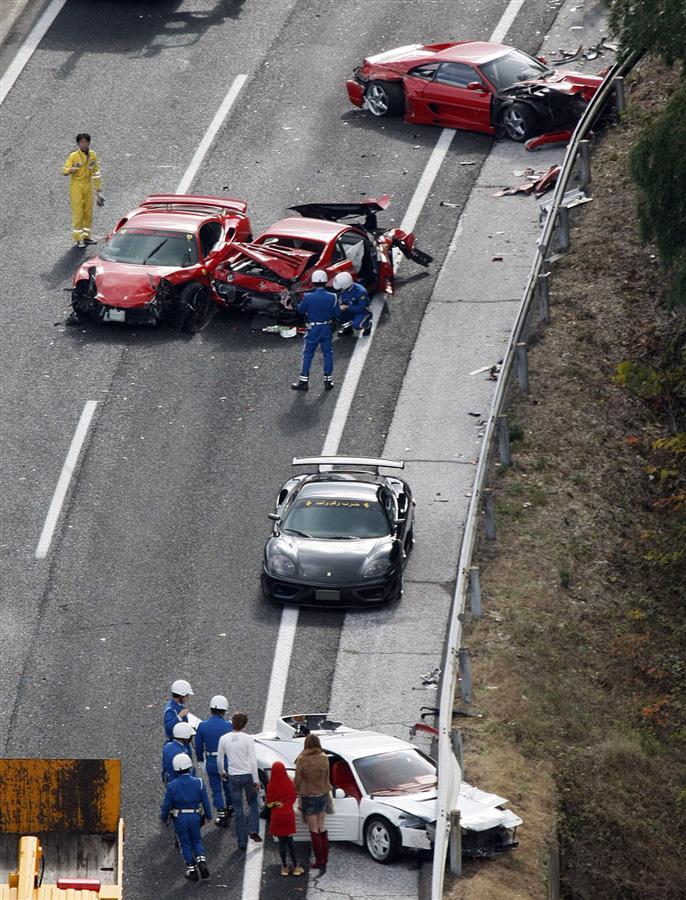 Самая дорогая авария в Японии с участием восьми Ferrari, Lamborghini и двух Mercedes, общая сумма ущерба 1 млн. долларов, 4 декабря