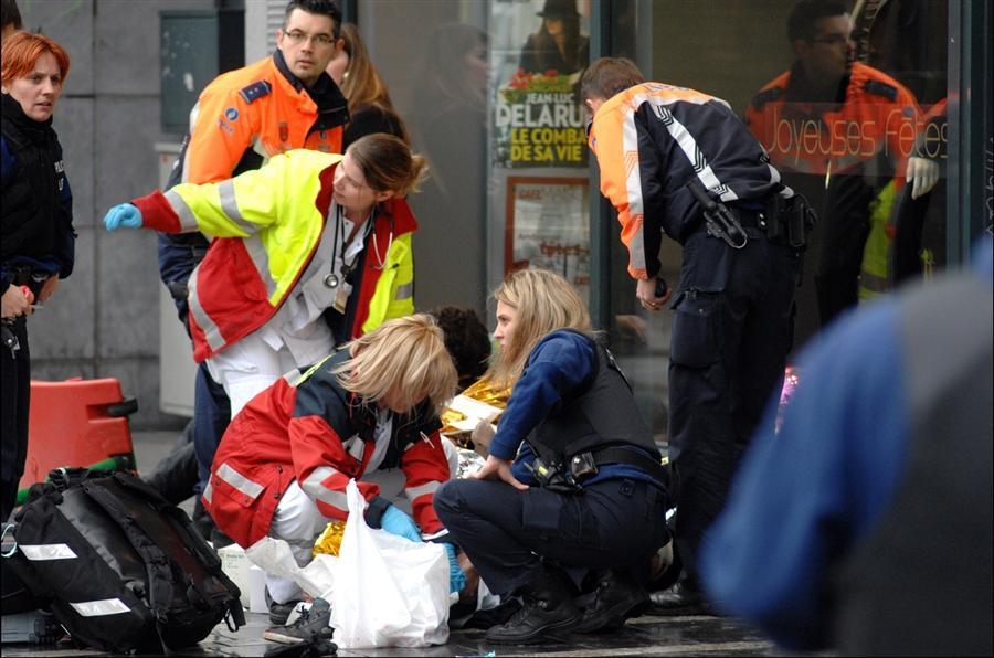 Службы спасения оказывают помощь раненым 13 декабря