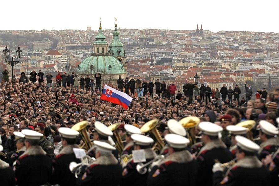 Сотни людей собрались в Пражском Граде, чтобы проститься с лидером Бархатной Революции