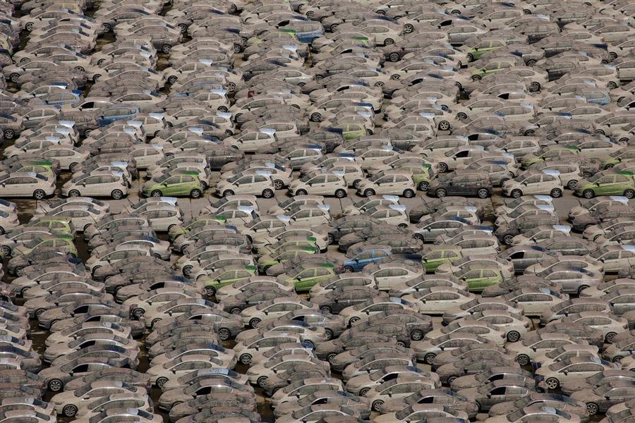 Эти машины завода Хонда будут все уничтожены, поскольку находились под водой во время наводнения в Таиланде, 27 декабря