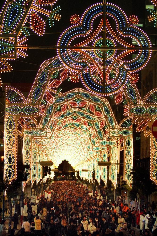 Фестиваль света в торговом центре в Кобе, префектуре Хего на западе Японии