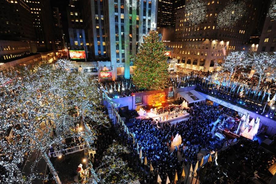 Открытие 12-тонной рождественской елки в Рокфеллер-Плаза в Нью-Йорке