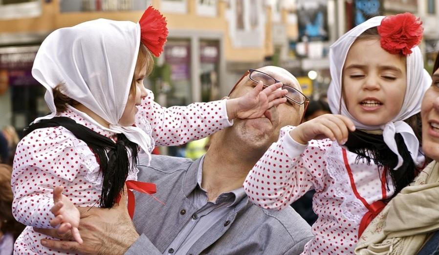 Семейная идиллия на площади Мадрида