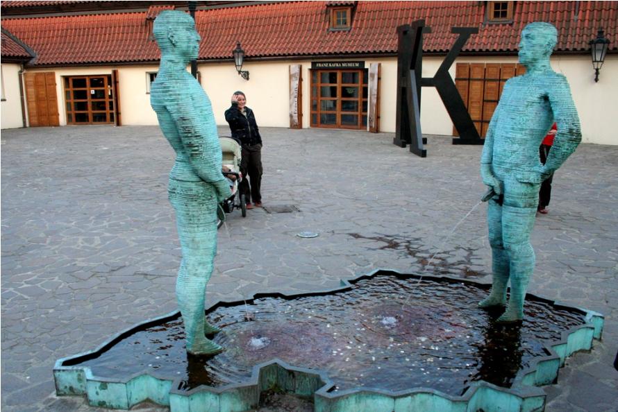 Самый необычный фонтан в Праге