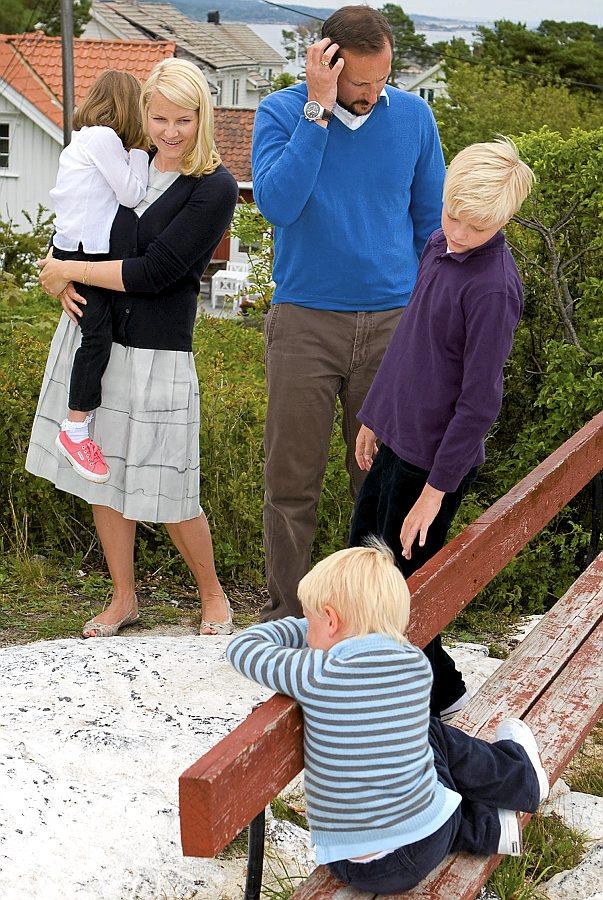 Метте-Марит со своей семьей, она замужем за наследным принцем Хоконом