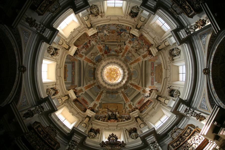 Купол Церкви Сент-Луис в стиле барокко в Севилье, фотограф Бруно Гирин