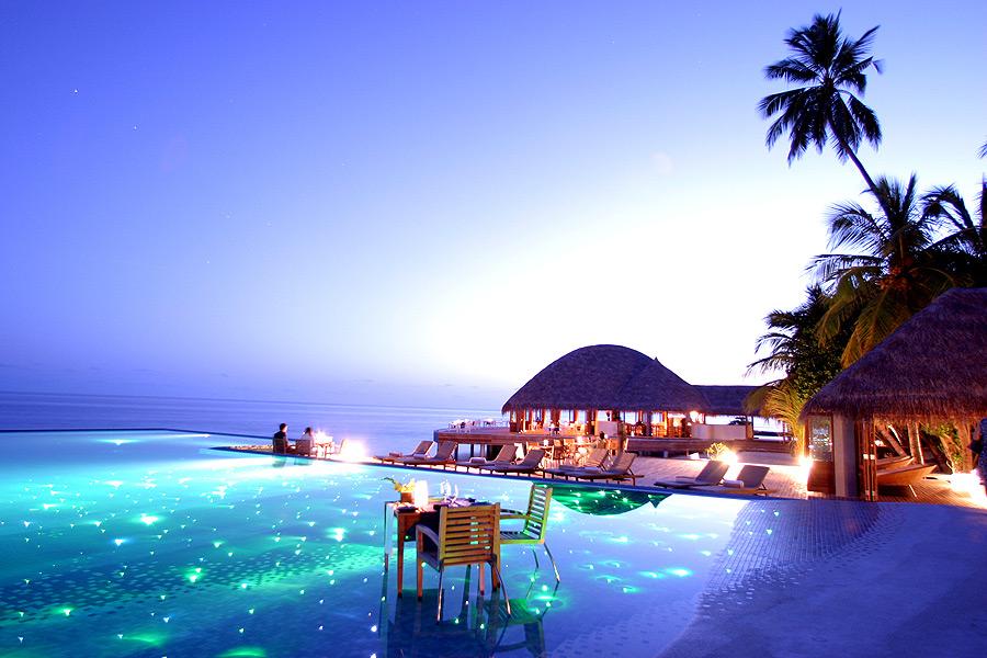 Самый эффектный бассейн в отеле Huvafen Fushi на Мальдивах, здесь проводят показы мод для создания потрясающего эффекта