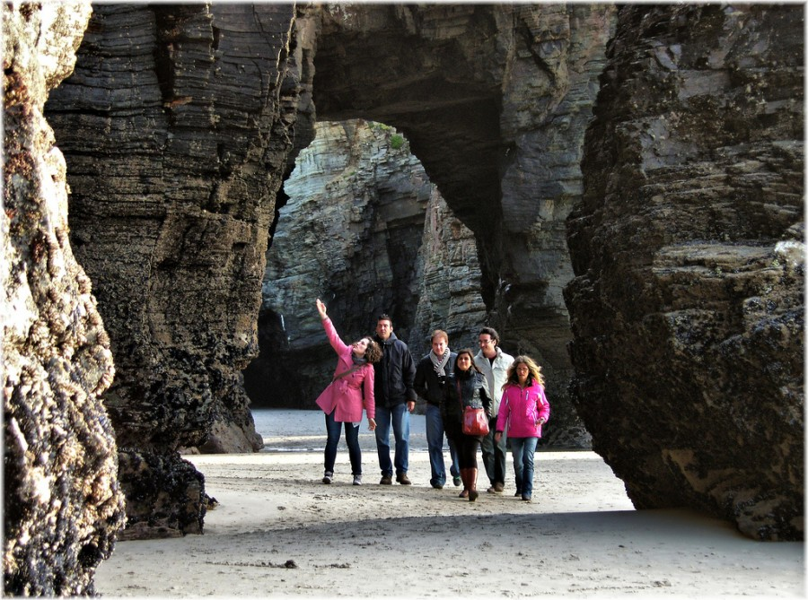 Высота некоторых арок достигает 9 метров