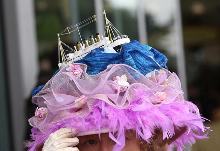 Даже если в такой шляпке ничего не видно, она лучшая для Аскота
