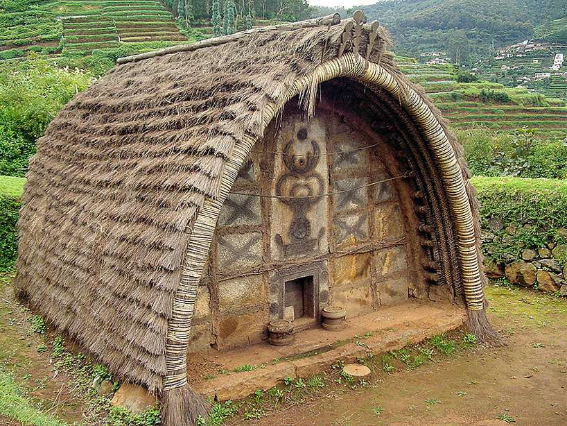 Идея была взята с хижин людей сообщества Тода, которые живут на изолированном плато Нилгири в южной Индии