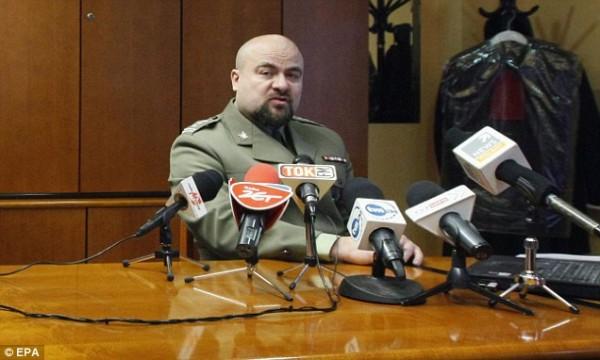 Польский Прокурор Миколай Прзибыл в начале пресс-конференции