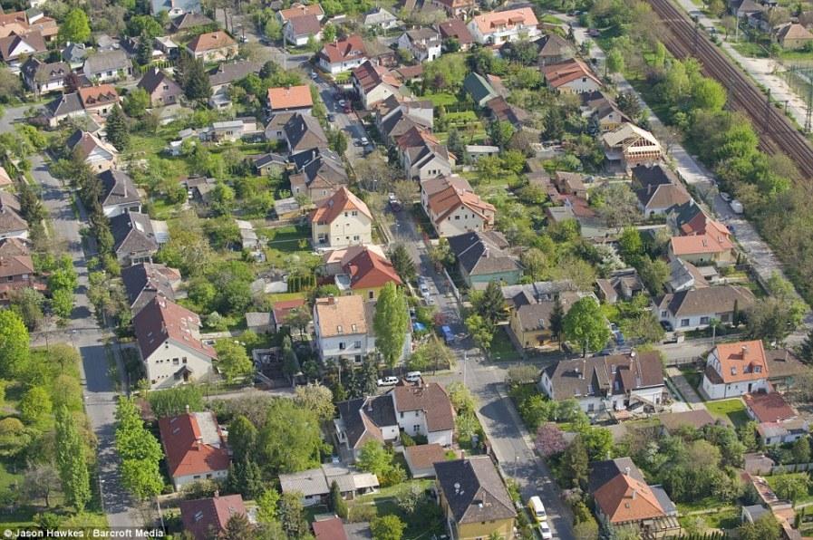 БУДАПЕШТ: зеленые пригороды столицы Венгрии больше напоминают деревни