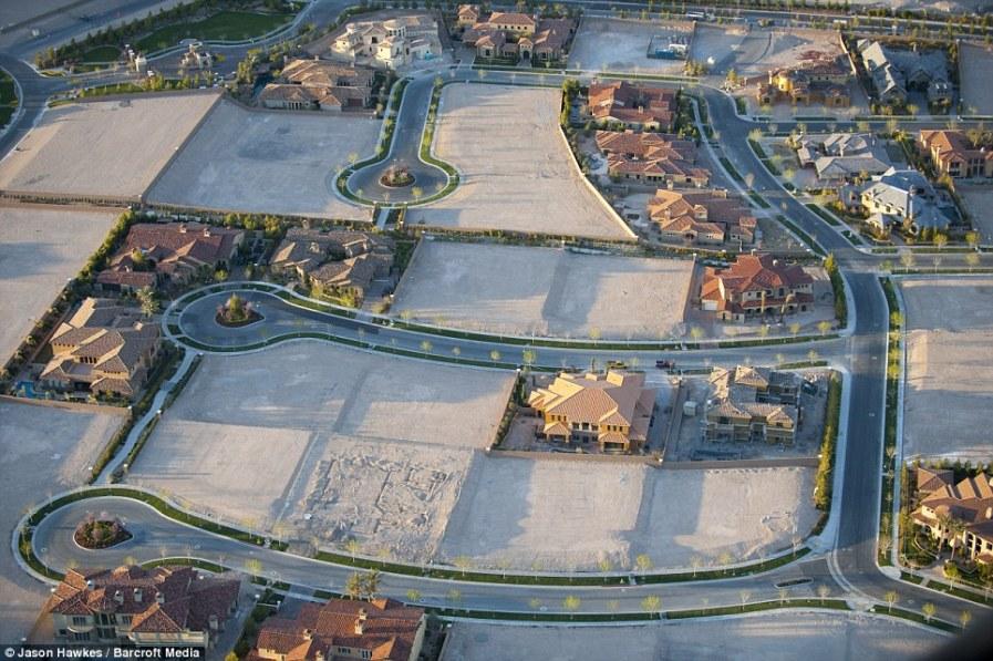 ЛАС-ВЕГАС, штат Невада: расползание пригородов одного из самых быстрорастущих городов в США