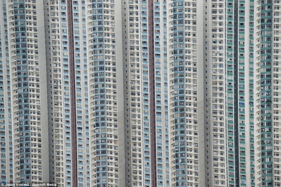 ГОНКОНГ: Высотные жилые дома в густонаселенном городе