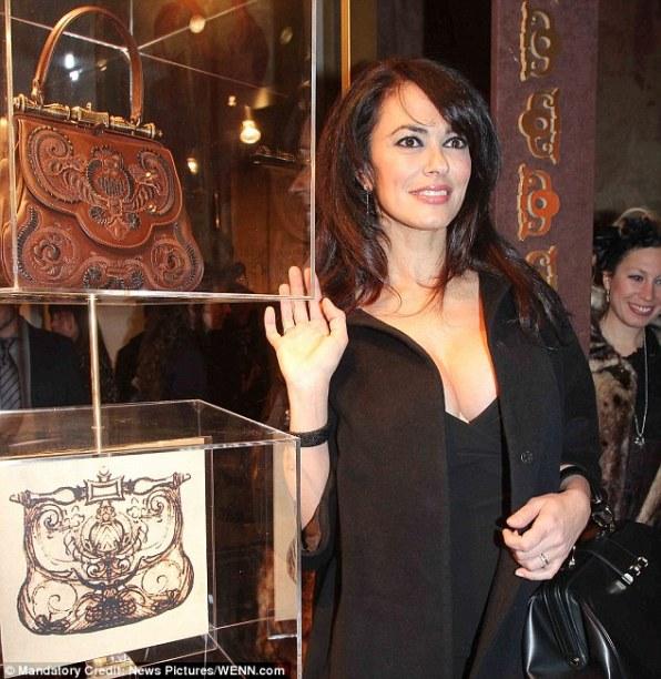 Итальянская актриса Maria Grazia Cucinotta, снявшаяся в одной из серий о Джеймсе Бонде - The World Is Not Enough, представила новый итальянский продукт