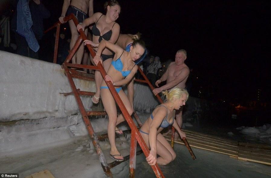 Как будто собрались на пляж, Амурский залив, Владивосток