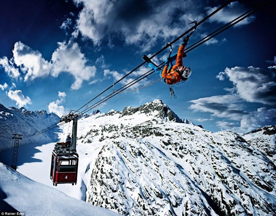 Stephan Siegrist на горном подъемнике в Швейцарии
