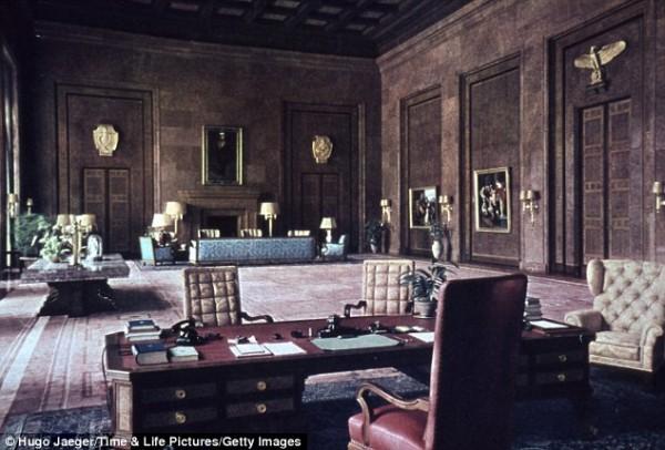 Огромный офис Гитлера в Берлинской Канцелярии в начале 1940-х годов