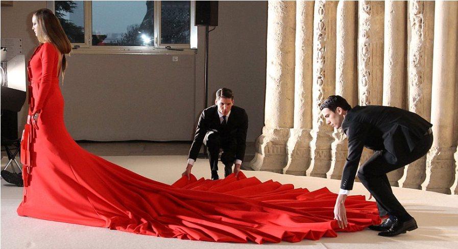 Платье весом 50 килограммов и длиной 45 метров