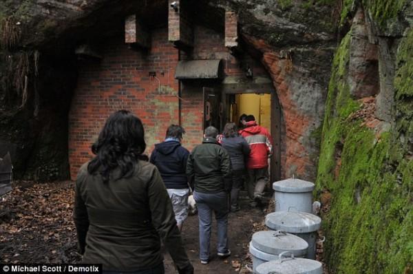 Первые 60 посетителей бункера