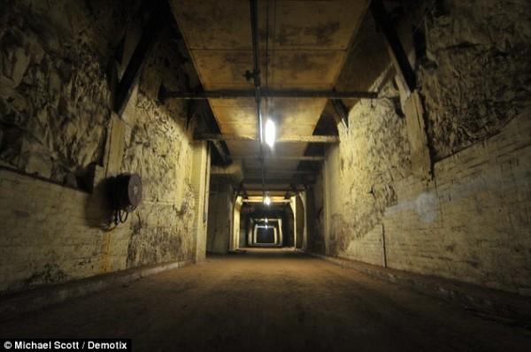 Бесчисленные подземные коридоры встречают посетителей